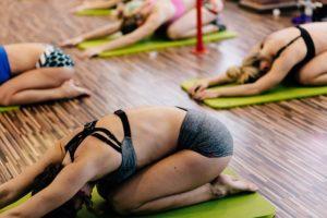 יוגה בקבוצות קטנות ואינטימיות - אינדיוגה